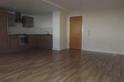 3 Bedrooms Flat for rent in Willow Rise, L33 8WZ