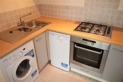2 Bedrooms Flat for rent in Tideslea Path, London