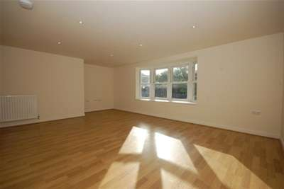 2 Bedrooms Flat for rent in New Town, Uckfield