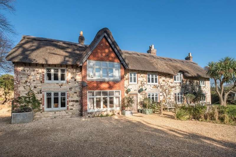 5 Bedrooms Detached House for sale in Moons Hill, Middleton