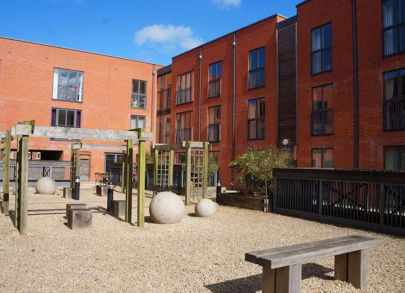2 Bedrooms Ground Flat for sale in Ascote Lane, Dickens Heath