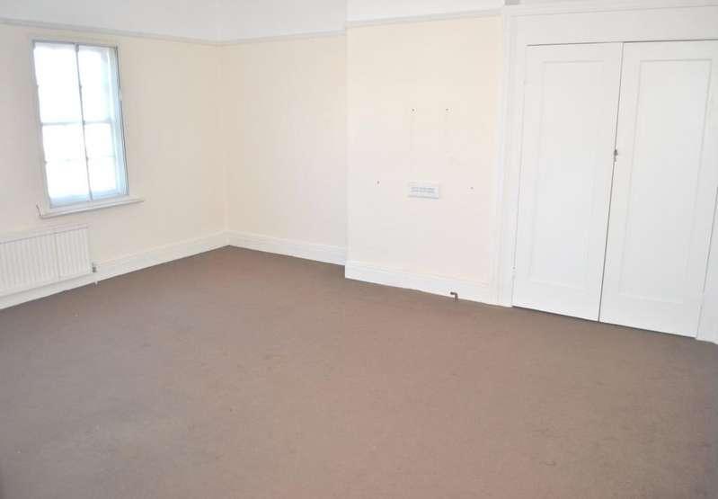 3 Bedrooms Flat for rent in Darkes Lane, Potters Bar EN6