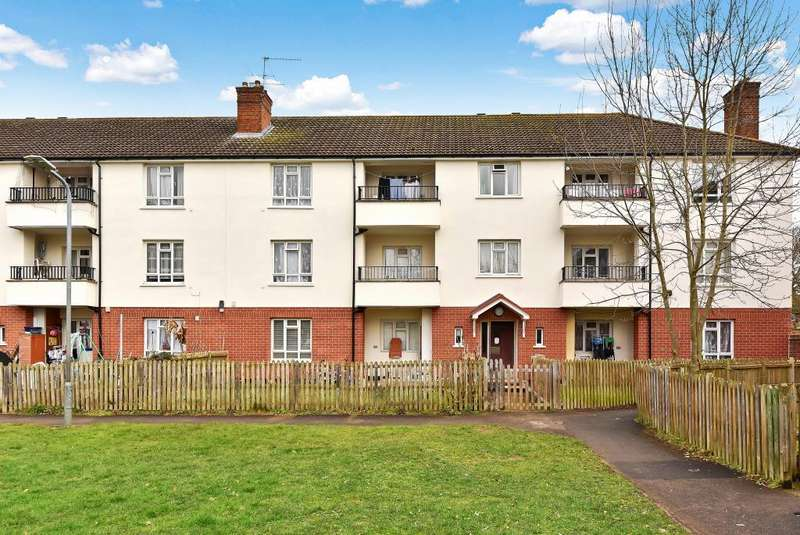 3 Bedrooms Flat for sale in Darrell Close, Langley, Berkshire, SL3