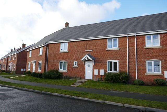 3 Bedrooms Semi Detached House for sale in Ironwood Avenue, (Grange Estate), Desborough, Kettering NN14