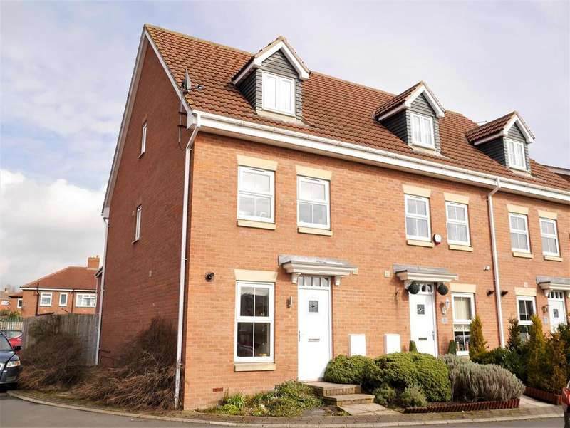 3 Bedrooms Town House for sale in Heaton Lodge, Birstall