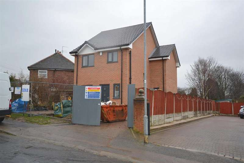 4 Bedrooms Detached House for sale in Colclough Avenue, Bradwell, Newcastle