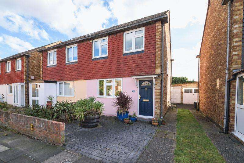3 Bedrooms Semi Detached House for sale in Reed Close, Lee SE12
