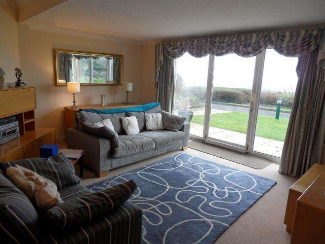 2 Bedrooms Apartment Flat for rent in Caswell Bay Court, Caswell, Swansea, SA3 4RY