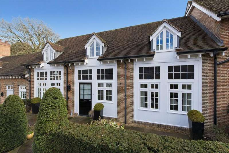2 Bedrooms Retirement Property for sale in Coach House Mews, Whiteley Village, Hersham, Walton-on-Thames, KT12