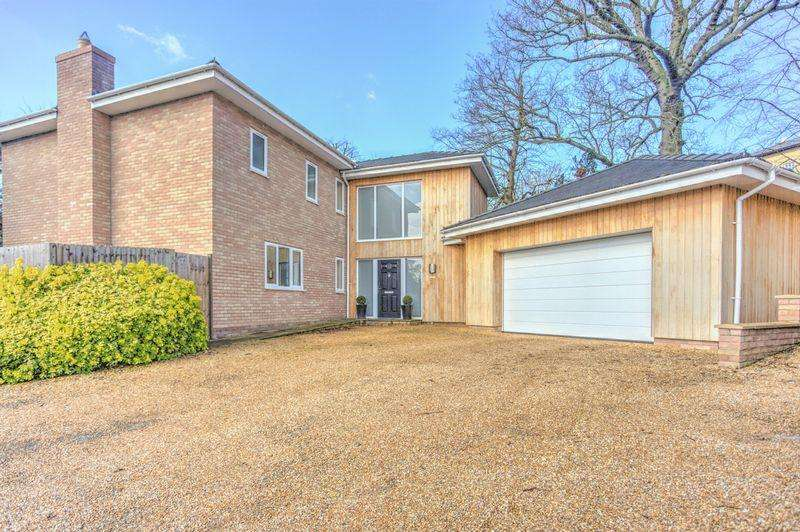 4 Bedrooms Detached House for sale in Yew Tree Gardens, Sutton