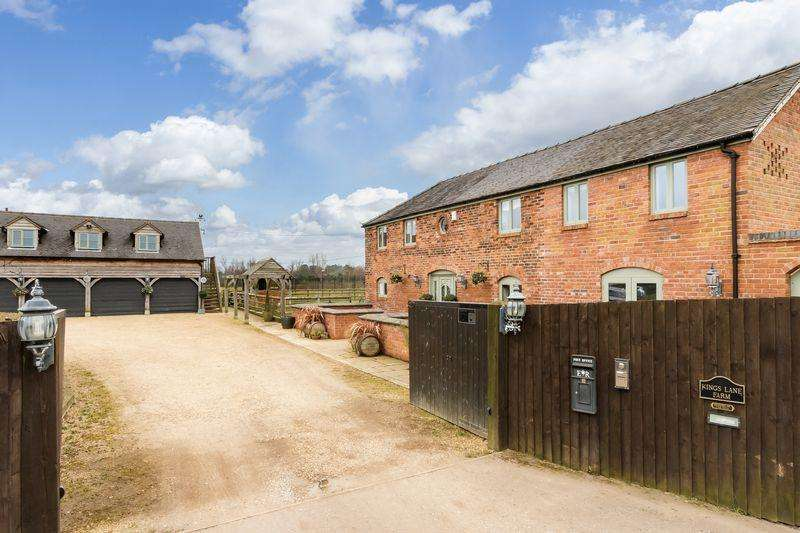 4 Bedrooms Detached House for sale in Country property with land and outbuildings