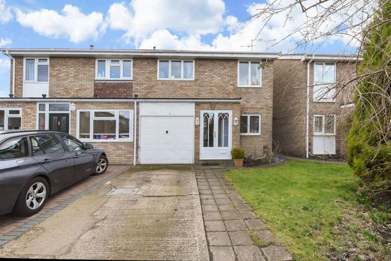 3 Bedrooms Semi Detached House for sale in Adlington Place, Farnborough, GU14