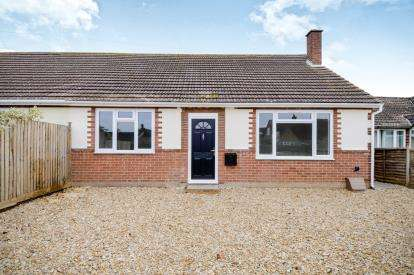 2 Bedrooms Bungalow for sale in Brashfield Road, Bicester, Oxfordshire