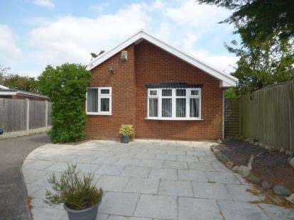 3 Bedrooms Bungalow for sale in Holgate Park, Thornton, Liverpool, L23