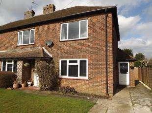 2 Bedrooms Maisonette Flat for sale in Shelton Avenue, Warlingham, Surrey