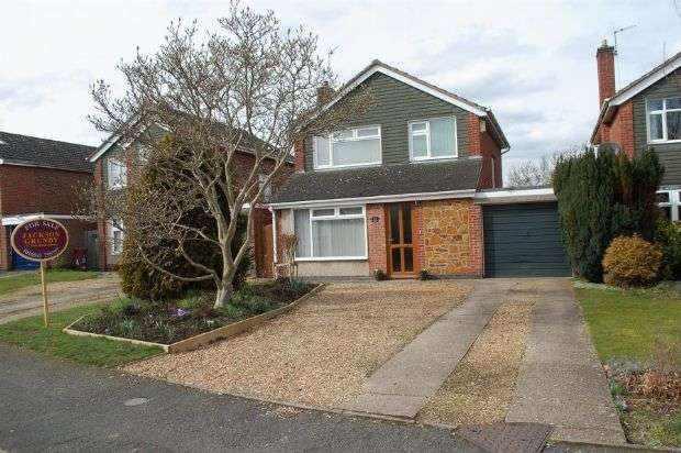 3 Bedrooms Detached House for sale in Brockwood Close, Duston, Northampton NN5 6LT