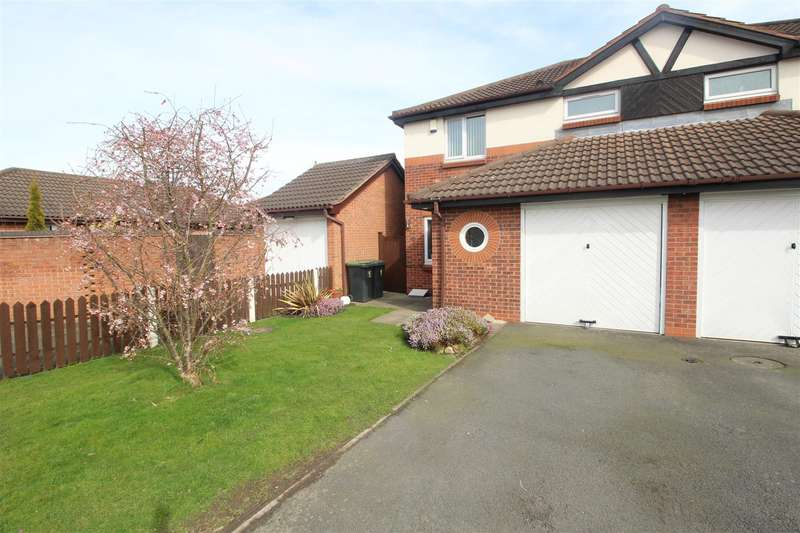 3 Bedrooms Semi Detached House for sale in Winston Close, Stapleford