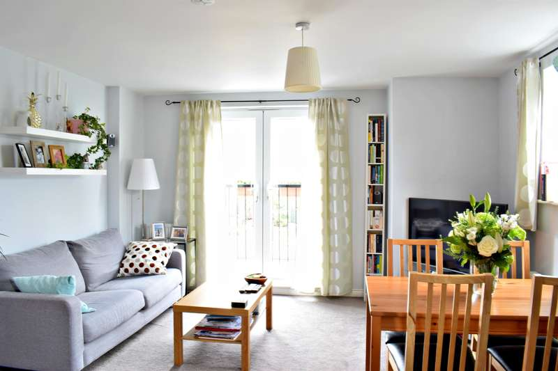 2 Bedrooms Flat for sale in 1 Hawkins Close, Manchester, M9 8QH
