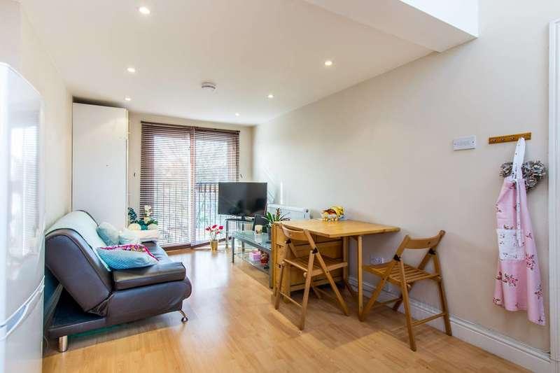 2 Bedrooms Flat for sale in Upper Tooting Park, Balham, SW17