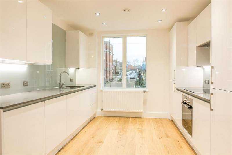 2 Bedrooms Flat for rent in Rosendale Road, Tulse Hill