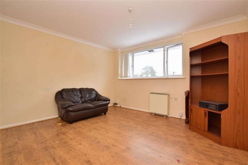 3 Bedrooms Flat for sale in Peterhouse Parade, Pound Hill, Crawley, West Sussex