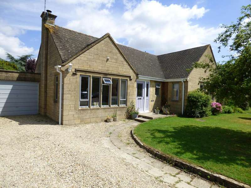 3 Bedrooms Detached House for sale in Chesterton Park, Cirencester, Gloucestershire