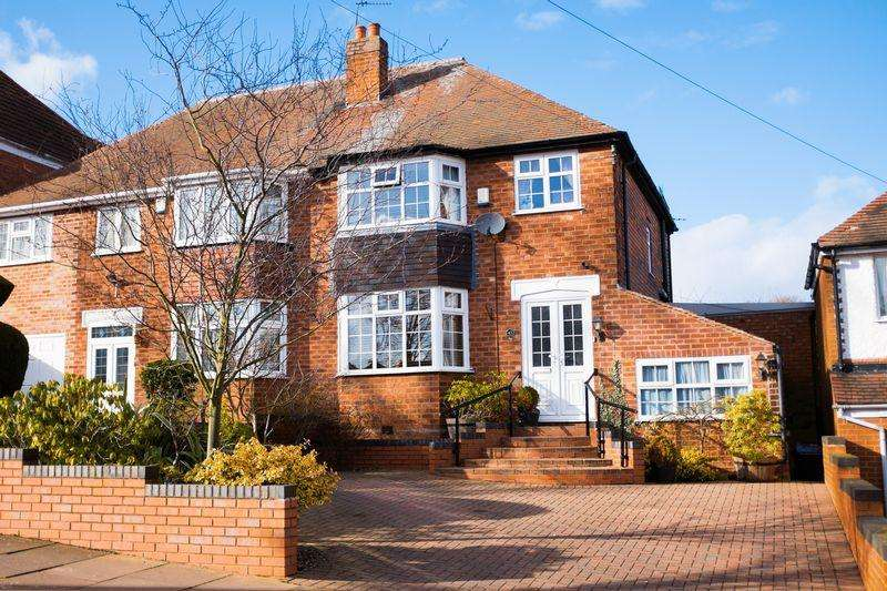 3 Bedrooms Semi Detached House for sale in Hamstead Hall Avenue, Birmingham