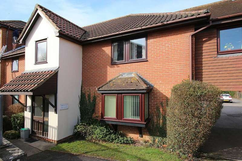 2 Bedrooms Flat for sale in Lampool House, Station Road, Overton RG25