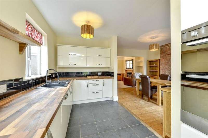 3 Bedrooms Semi Detached House for sale in Purvis Road, Rushden, Northamptonshire