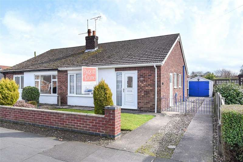 2 Bedrooms Semi Detached Bungalow for sale in St Hughs Drive, North Hykeham, LN6