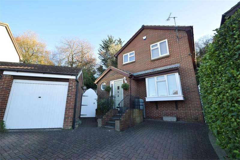 3 Bedrooms Detached House for sale in Aldington Close, Chatham, ME5