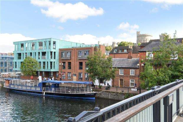 4 Bedrooms Apartment Flat for sale in Windsor Quay, Farm Yard, Windsor