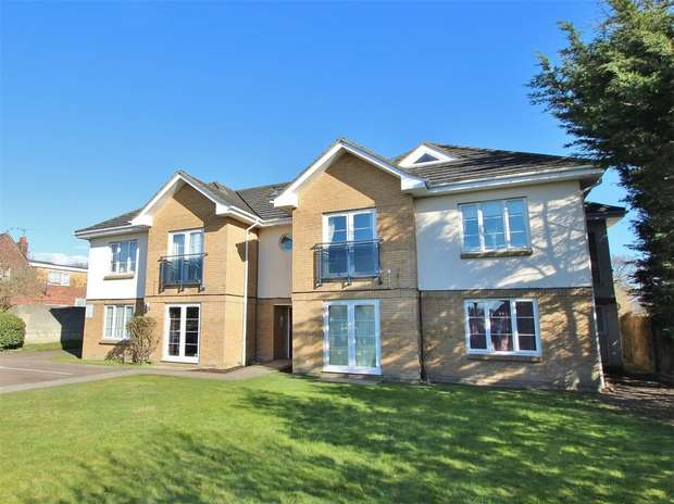 3 Bedrooms Flat for sale in 50 Oakdale Road, Oakdale, POOLE, Dorset