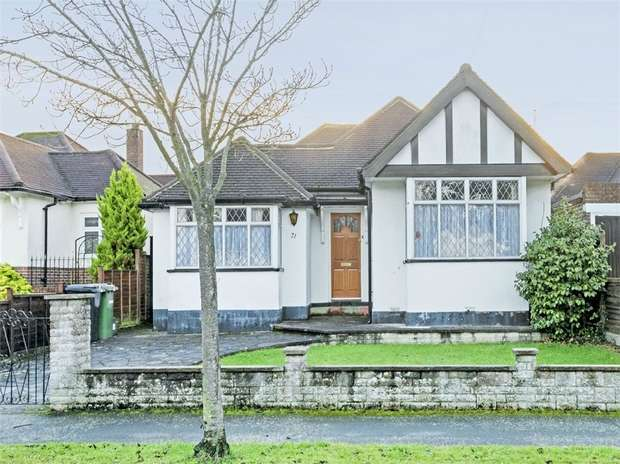 3 Bedrooms Detached Bungalow for sale in Manor Drive, Ewell Court