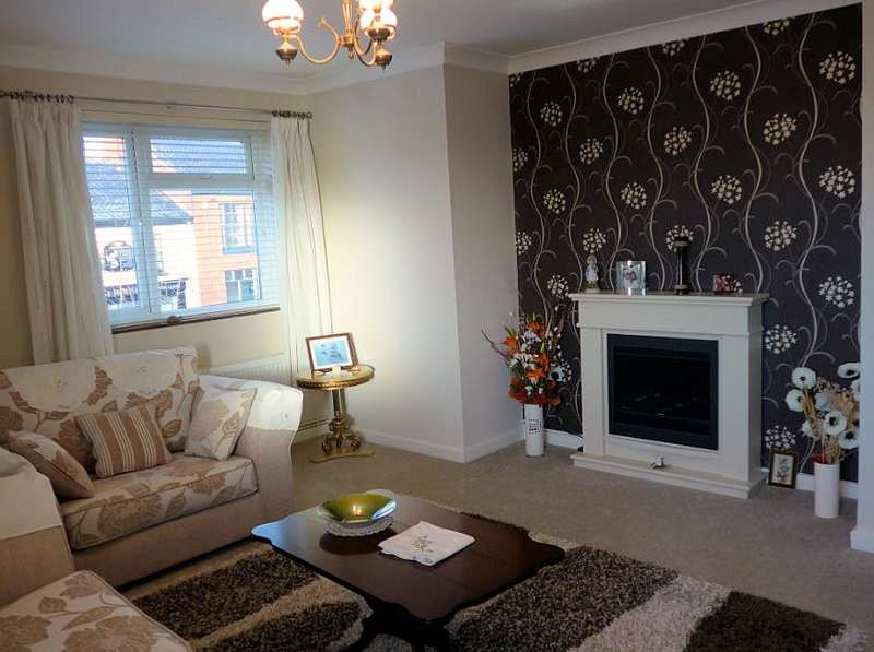 2 Bedrooms Flat for rent in The Street, Acle, NR13