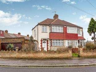 3 Bedrooms Semi Detached House for sale in Rochford Way, Croydon, Surrey
