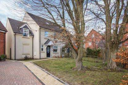 4 Bedrooms Semi Detached House for sale in Yellow Hundred Close, Dursley, Gloucestershire