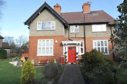 3 Bedrooms Flat for sale in Morpeth Road, Hoylake, Wirral, CH47