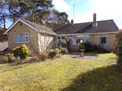 3 Bedrooms Bungalow for sale in St. Leonards, Ringwood