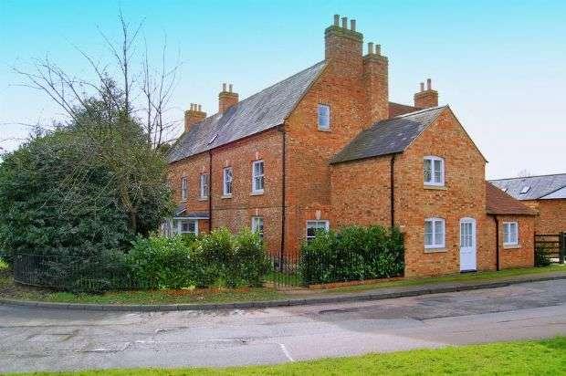 2 Bedrooms Flat for sale in Bull Inn Close, Manor Farm, Weedon NN7 4GD