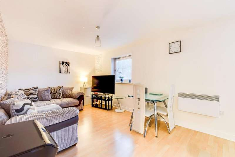2 Bedrooms Ground Flat for sale in Trafalgar Gardens, Pound Hill