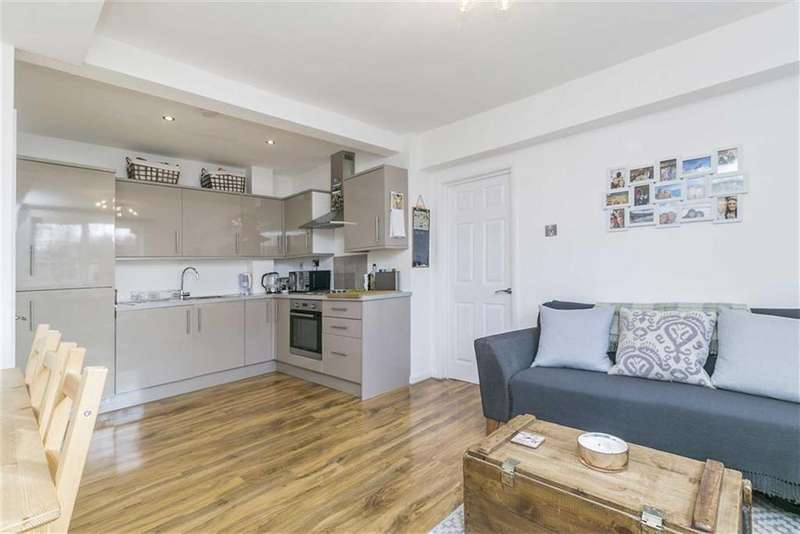2 Bedrooms Flat for sale in Burgh Heath Road, Epsom, Surrey