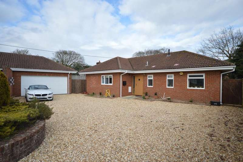 3 Bedrooms Detached Bungalow for sale in Western Avenue, Barton On Sea, New Milton