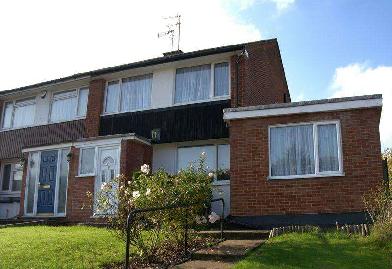 3 Bedrooms Semi Detached House for sale in The Hook, Barnet