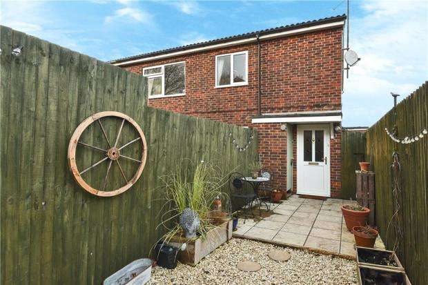 2 Bedrooms Apartment Flat for sale in Pershore Road, Basingstoke, Hampshire