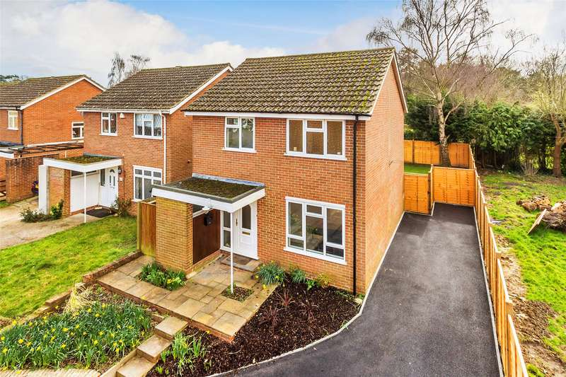 3 Bedrooms Detached House for sale in Beaumonts, Redhill, Surrey, RH1