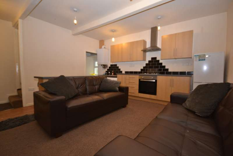 4 Bedrooms Terraced House for rent in Almondbury Bank, Almondbury HD5