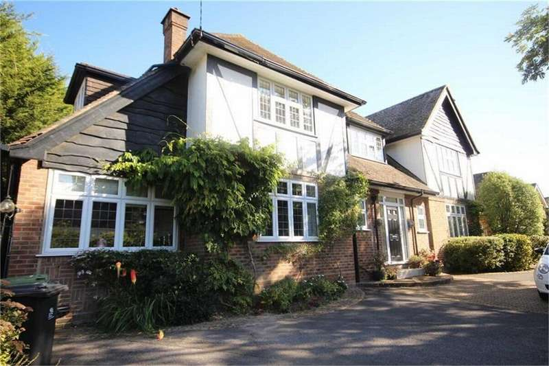 4 Bedrooms Detached House for sale in Aldridge Road, Ferndown, Dorset