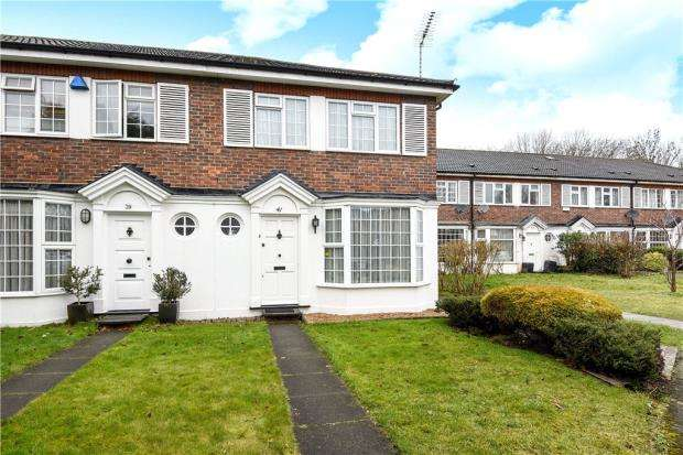 3 Bedrooms End Of Terrace House for sale in Chestnut Manor Close, Staines-upon-Thames, Surrey
