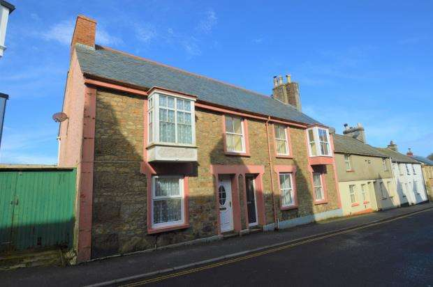 2 Bedrooms End Of Terrace House for sale in Fore Street, Camborne, Cornwall